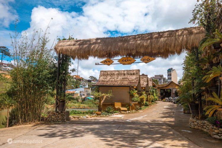 Cổng quán An Sơn Hồ